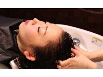 ラグジー(Luxy HAIR RESORT)の写真/次世代エイジングケア《ヒト幹細胞培養液》で頭皮の土台を整え、健康的な美髪を育てる♪毛量UP集中ケア◎