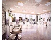 ジェム デザイン ヘアサロン(gem Design Hair Salon)の雰囲気(隣との席の間隔が十分に幅広く配置された、ゆとりある空間)