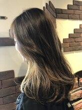 ヘアスタジオ ガロウ(hair stuido garou)インナーカラーのロングスタイル