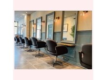 オーブヘアー サテラ 沼津店(AUBE HAIR satela)の雰囲気(開放感のある明るい店内で、くつろぎの時間をお過ごしください。)