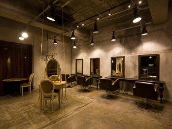 """フラワーズ(FLOWERS)の写真/アンティーク家具で統一された店内にオシャレ心もくすぐられる♪こだわりの空間で作られる""""可愛い""""に夢中★"""