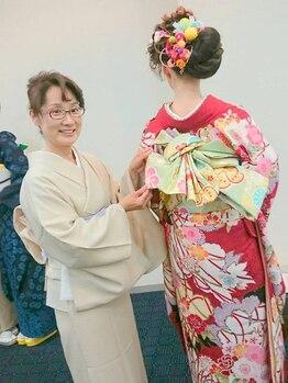 アリュール 小郡店(ALURE)の写真/《花嫁化粧着付け日本一》の着付けスペシャリストによる着付け◎大切な日はプロの技術を誇るALUREにお任せ!