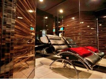 フリーヴ(FREEVE)の写真/【Aujuaヘッドスパ¥3240】完全個室の空間で、極上のヘアケアを♪仕事や育児でたまった疲れを癒しませんか?