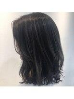 イーチ ディー ヘアーアンドトータルビューティー(each dee hair&total beauty)グレージュハイライト外ハネミディ