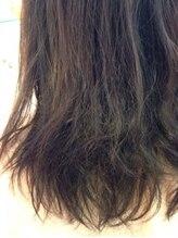 【ダメージレベル3-4/★★★★】-カラーの褪色が早い。パーマがすぐ取れる。縮毛矯正の経験もあり。