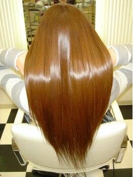 美容室 ローテローゼの写真/縮毛矯正のリピーターも多数!悩みを分かち合えるスタイリストがいるから叶う!女性の憧れサラサラの髪。