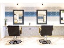 ラボヌール ヘアーシュシュ 名駅店(La Bonheur hair chouchou)の雰囲気(席と席の間がゆったりしています♪)