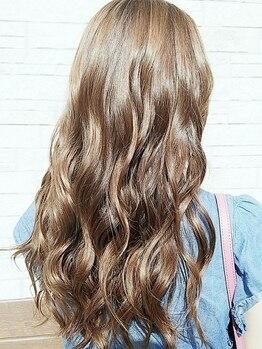 アレッタ ヘアーリビング(ALETTA hair living)の写真/話題のカラー剤を多数ご用意しています♪トリートメントと合わせて施術することで毛先まで艶感・透明感UP◎