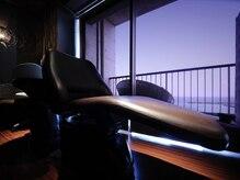 アンツ サザンリゾート 茅ヶ崎店(ANT'S Southern Resort)の雰囲気(この空間で波の音を聞きながらオーシャンビューヘッドスパを・・)