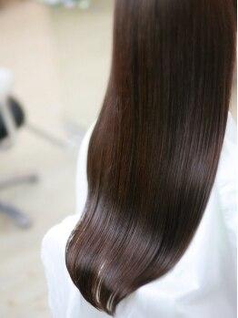 ヘアープレイス ヴィブ(hair place VIVE)の写真/[生駒駅3分]今までの縮毛では髪が硬くなってしまう方必見!自慢のナチュラルストレートで魅惑の仕上がりに☆