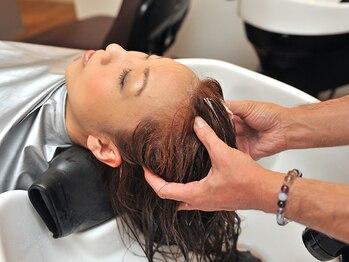 マテリアル(material)の写真/全ての髪と頭皮に癒しを♪フルフラットベットで、選べる香りと絶妙なマッサージに心まで癒されるひととき☆