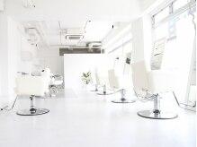 ターン ヘアー(TAAN HAIR)の雰囲気(白を基調とした清潔感のある店内なので落ち着いて過ごせます)