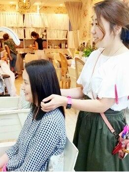 タバサ(tabasa)の写真/忙しい貴方に【カラーとの同時施術も可能な低ダメージ縮毛矯正】自身の魅力を惹き出す、ツヤ髪ストレート