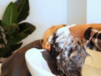 ソウス(SOURCE)の写真/地肌ケアで素材美にこだわる褒められhairに。+1000円からできる炭酸頭皮ケアをお試しあれ♪