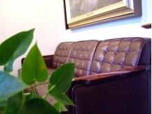 マダムシュガーウェディング(Wedding)の雰囲気(アンティーク調の家具が揃うギャラリーのような店内)