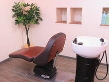エリアントス(HELIANTHUS)の雰囲気(寝心地のいいシャンプー台で癒し空間に導きます。)