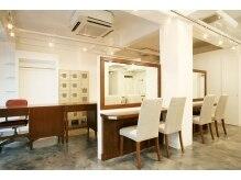 アトリエジャポン(ateliers JAPON)の雰囲気(ビンテージ家具でそろえられた内装)