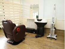 サロンドココ (Salon de CoCo)の雰囲気(移動式のシャンプー台なので、席を移動しなくてもOK♪)