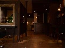 メゾン(maison)の雰囲気(隣のお席を気にしなくていい。広々した空間。)