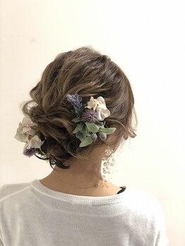 ヴィス ベリー店の写真/【お呼ばれヘアが大人気♪】ルーズな編みおろしやローポニーも得意としています◎各種イベントはお任せ!