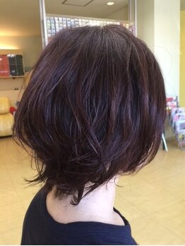 フフ ヘアーアンドメイク(ff HAIR&MAKE)の写真/駐車場完備◆アナタの髪質に合わせたふんわりパーマで、柔らかい雰囲気&ナチュラルな美人オーラが纏える♪