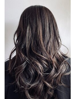 クランプ(c.l.a.m.p.)の写真/豊富なカラーと上品な艶・発色、頭皮と髪に優しいオーガニック薬剤で、ワンランク上のツヤ髪に。