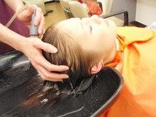 ヘアサロンカルモ(HAIR SALON CALMO)の雰囲気(頭皮の汚れを根元から除去。マイクロスコープで前後の確認も◎)