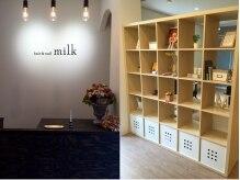 ヘアーアンドネイル ミルク(hair&nail milk)の雰囲気(受付&店販スペース☆)