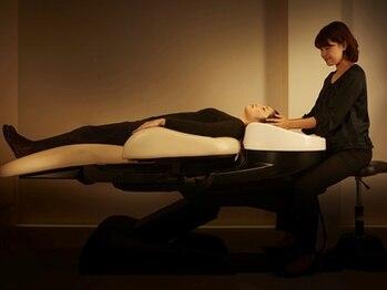 ヘアアンドメイクグラチア(HAIR and MAKE GRATIAE)の写真/全メニュー炭酸泉付き☆フルフラットシャンプー台で足を伸ばし全身リラックス◎ヘッドスパで至福の時間を♪
