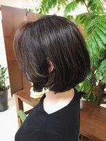 キアラ(Kchiara)白髪を活かしたハイライトカラー 【ヒガシタダシ】