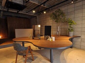 ルルアンドロロ(Lulu&Lolo)の写真/大きなテーブルでゆったりできるプライベート空間♪