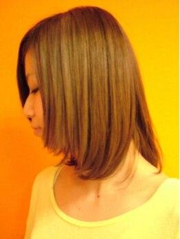 サンシャイニー(Sun Shiny)の写真/話題のアッシュ系が得意な≪THROW(スロウ)カラー≫や美髪≪美容液カラー≫でうるツヤ手触りと綺麗な発色♪