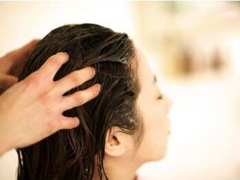 プラハファインワークス(+HER fine works)の写真/ラ・カスタオーガニックの贅沢スパが堪能できるサロン★髪と頭皮をとことん労わる極上の時間をあなたに