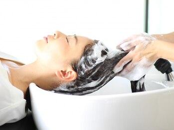 トッカ ヘアアンドトリートメント 難波店の写真/憧れの美髪も手に入れる極上ヘッドスパ♪業界最高峰のシャンプーベッドで3人に1人が寝落ちすると好評☆難波
