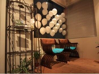 ヘアラウンジ プレイ(Hair Lounge PLAY)の写真/2人サロンの広々とした可愛らしいリラックス空間!マンツーマン施術で叶える私だけのこだわりスタイル♪