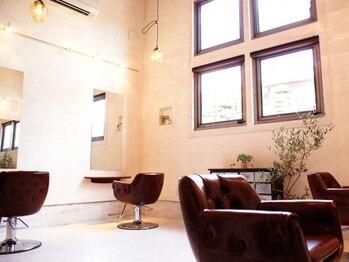 イデー ヘアサロン(idee Hair Salon)の写真/【MYサロンをお探しの方へ★】ホッと落ち着くお洒落な店内。忙しさを忘れRelaxできると人気の隠れ家サロン!