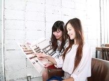 ヘアカラー専門店 フフ ニット―モール熊谷店(fufu)の雰囲気(約100種類以上から、カウンセリングで希望の色味を選択♪)