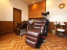ブルネットカラー(Brunette color)の雰囲気(自動シャンプーと手動シャンプー2台完備。)