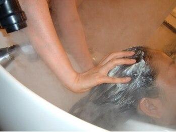 ループヘア石神井店(LOOP HAIR)の写真/炭酸泉で頭皮汚れや毛穴をスッキリ!お顔のリフトUPにも◎血行促進効果で、深から美髪へ導きます♪