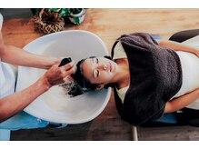 シムヘアクリエーション (s.i.m hair creation)の雰囲気(シャンプーブースはマイクロバブルでリラックス度・満足度満点)