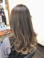 フェリーク ヘアサロン(Feerique hair salon)ナチュラルアッシュヴァイオレットの3Dグラデーションカラー