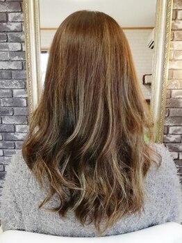 """プレミアムアトリエレイズ(premium atelier Rays)の写真/【色っぽヘアで大人女性の魅力UP♪】""""隠す""""ではなく""""魅せる""""グレイカラー。美しさの秘訣は、上品な「艶」"""
