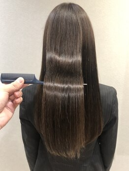 ゼゼ(zeze)の写真/傷んだ髪をしっかり栄養補給してケアをしていくので、ツヤと柔らかさには驚く仕上がりに!この感動をご体感