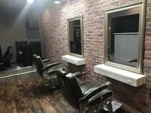 ミスターオールドマン カットクラブ(Mr. OLDMAN CUT CLUB)の雰囲気(Brooklyn vintage barberテイストな空間 二席あります。)