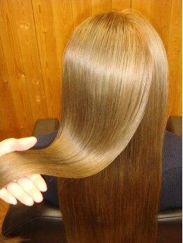 アポロヘアーワークスの写真/驚くほどのツヤ髪へ!『毛先カール×縮毛矯正』が叶える,ダメージレスで可愛い見られヘア♪