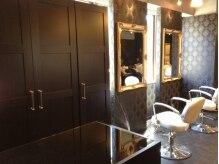 カーサ 葛西店 CASAの雰囲気(アンティーク調の鏡が優雅な空間を演出した店内。)