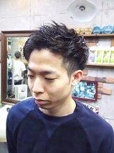 アールズ ヘア(R's hair)ツーブロックナチュラルスウィングスパイラルショート