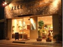 ゼルヴィーヴル(ZELE Vivre)の雰囲気(夜は、明るい光が点っています☆)