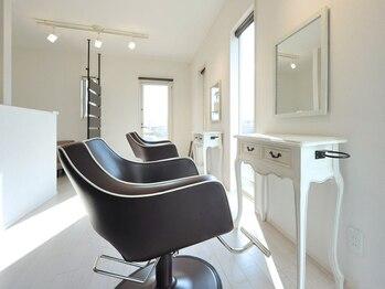 美容室 ワイズ(Y's)の写真/完全マンツーマンの施術が魅力的☆お客様1人ひとりの髪のことを考えた親身なアドバイスがうれしい♪