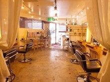 アリン(allin)の雰囲気(白を基調としたアンティーク調の店内!まるでカフェのよう)